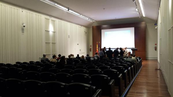 Estupenda sala ponencias @BNE_biblioteca. No conocía. Aforo 150 Butacas cómodas, sin paleta | #PatrimonioAudiovisual http://t.co/lhMdA4GPPd