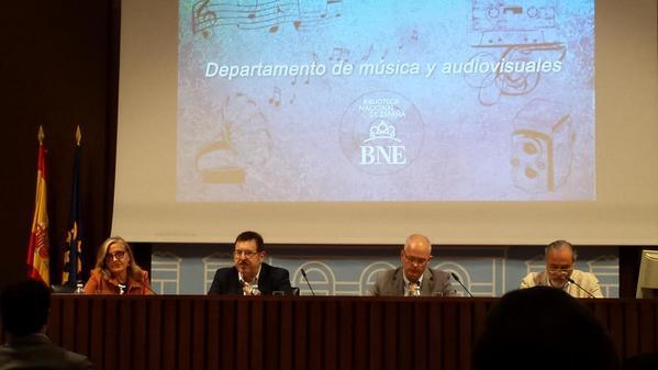 Buena 1a mesa #PatrimonioAudiovisual | Amparo Amat @BNE_biblioteca, Javier Barreiro, Victor Pliego, Eduardo Paniagua http://t.co/t0GztEN0rj