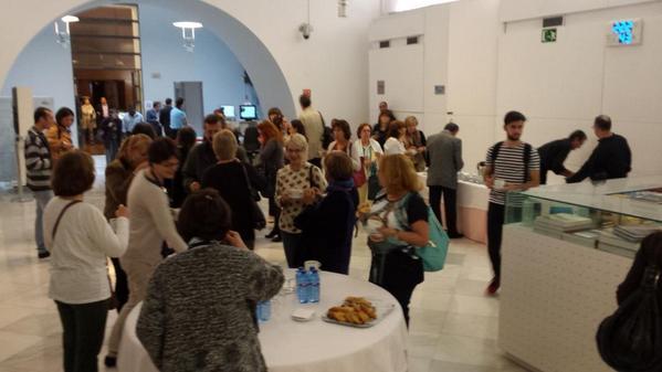 Momento de descanso, con desayuno, en la jornada #PatrimonioAudiovisual @BNE_biblioteca | @BNE_museo http://t.co/wTgCJlJ7qE