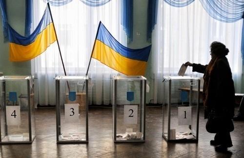 #Ukraine : Les législatives  conformes aux normes démocratiques (observateurs internationaux) http://t.co/y2ewgcRGLG