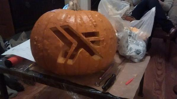 Carved a pumpkin http://t.co/iMMYDIfV3H