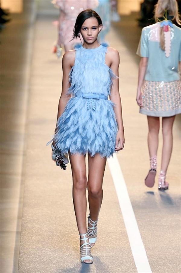 Cameramoda On Twitter Modelmonday Light Blue Feather Dress Binx Walton At Fendi Fashion Show Mfw Ss15 Http T Co Zfdyrt2iei