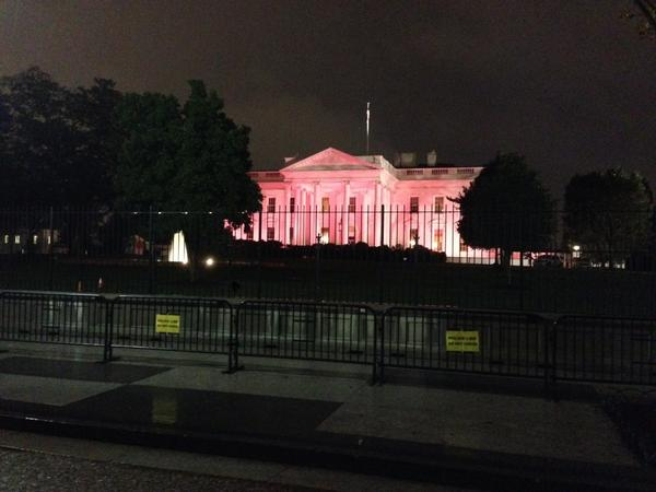 White House lit up in pink tonight http://t.co/jrzCdQAhAz