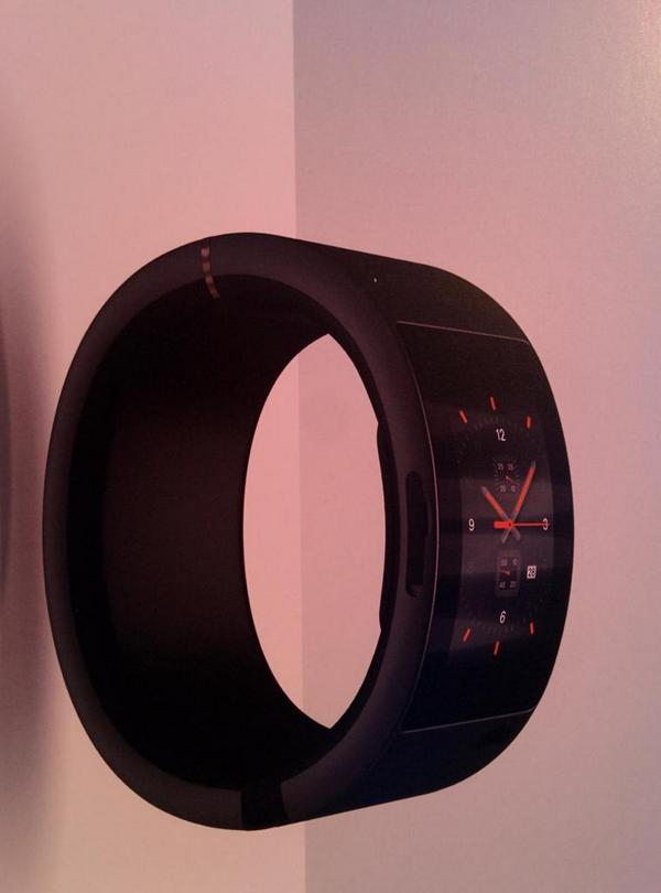 Soon to be launched at #df14. Nice curved screen.  Not like a bent iPhone 6+ ☺ http://t.co/AO14tV7h7k