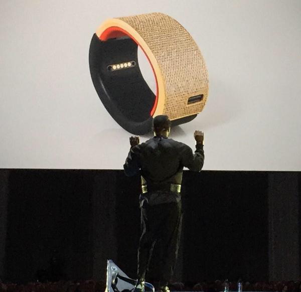 http://t.co/wkv44bR71m unveils new #iamPULS smartwatch #DF14 @iamwill http://t.co/La6Zkk39px