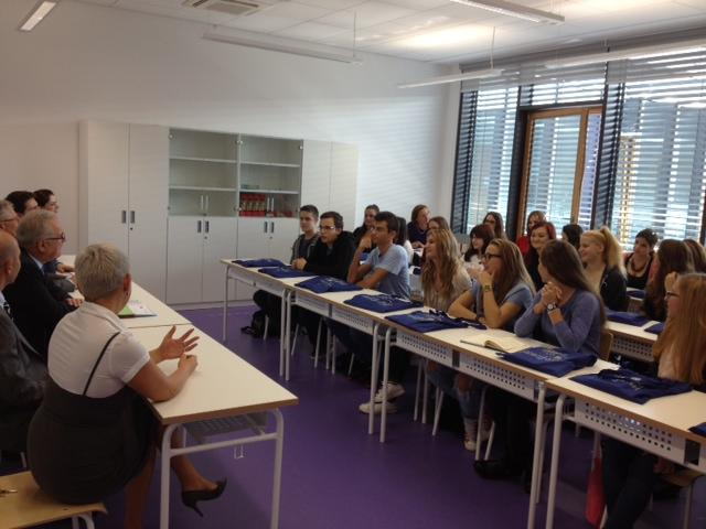 Commissioner Mimica with croatian students