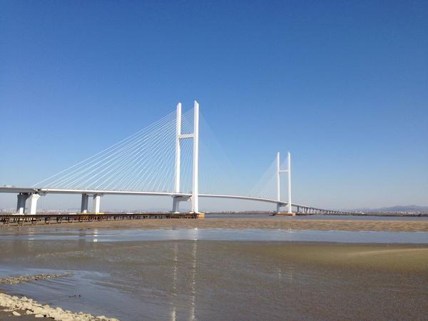China's new bridge to connect to North Korea. Cost hundreds of millions and set to open soon http://t.co/ucumQAqJBE