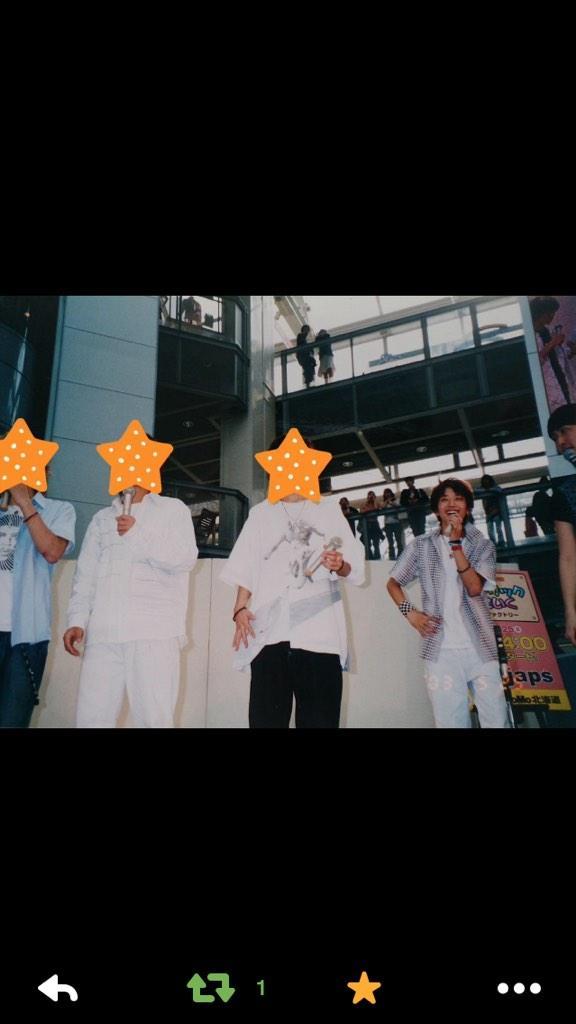 懐かしい、、、  STV時代のファクトリーでイベントやった時の写真。  AAAの西島が前のグループにいた時のイベント。  あいつは飛び抜けて可愛かった。  横にいるのが俺。 http://t.co/h3Gx4SQqMw