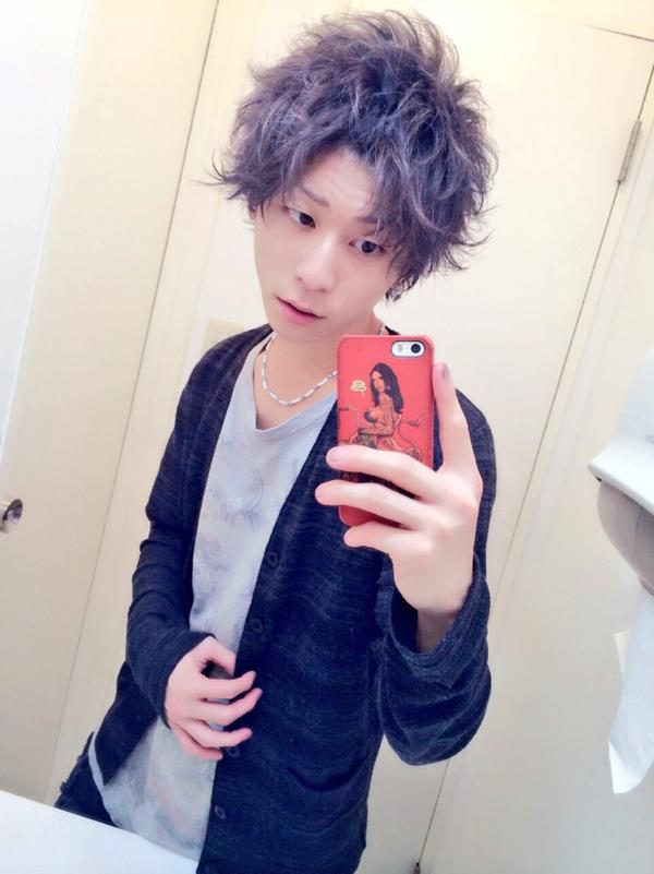これがCASでの髪型でーすっ☆ 『パーマ風ポンパセット』 そしてなぜかお客様からもらったカラpic.twitter.com/02e3A0tY5X\u201d