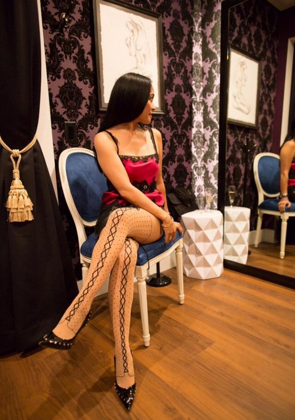 Vote for Me!  I just sent my photo to #Wolford for #UpdateYourLegs. https://t.co/hIgadDNW2Z http://t.co/hoyU1DJBBd