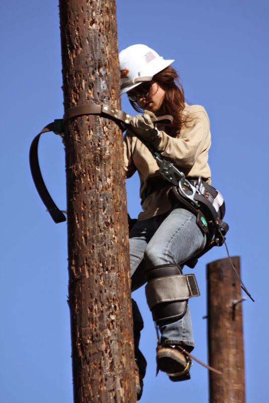Meet the first woman trying out to be an AE #lineworker in almost 20 years. Good luck, Katherine! #WomenCan http://t.co/GlnxbCTfL2