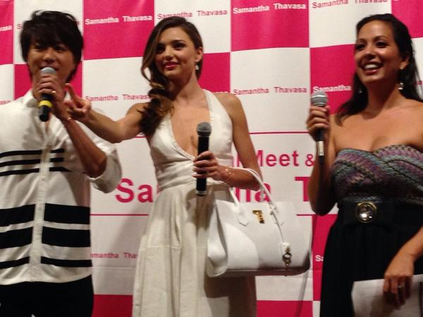 @MirandaKerr and Takahiro at @SamanthaThavasa one-year anniversary @AlaMoanaCenter #supermodel #Exile  @OlenaHeu http://t.co/M7Pt0Kazcs