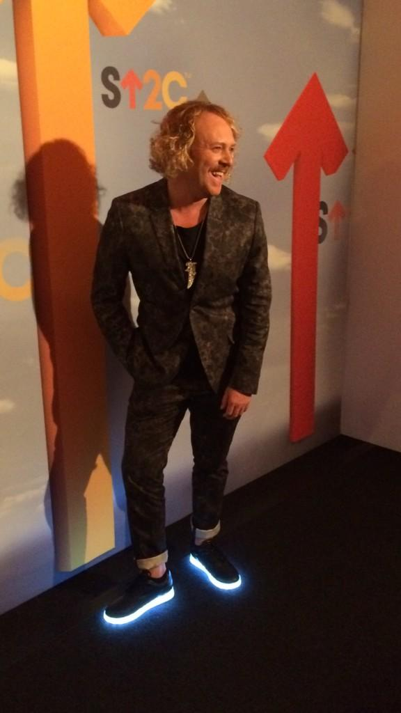 RT @StandUp2C: .@lemontwittor is here to #StandUpToCancer with us. Watch the show live on @Channel4 NOW! http://t.co/wT8Le21FWo