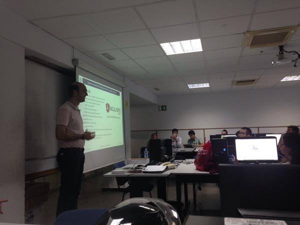No digáis #AngularJS, decid @alejandro_such, Experto en desarrollo en el @expertojavaua #crack http://t.co/jENHu3iXE7