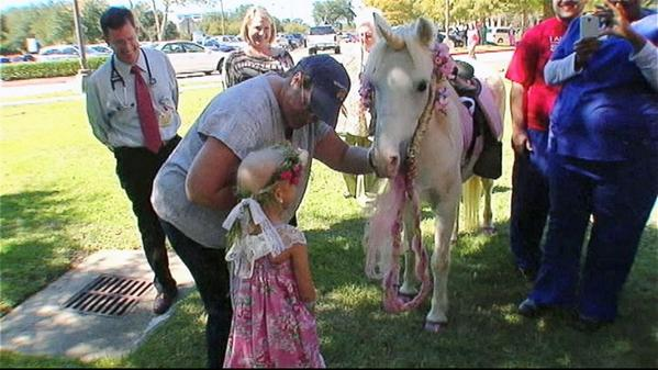 5-year-old wanted to celebrate end of chemo with ride on unicorn. Her nurses made it happen: http://t.co/ub7gLhpkS3 http://t.co/P376CZI7oK