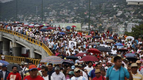 Mexicans protest in Acapulco over 43 missing students | YOUR