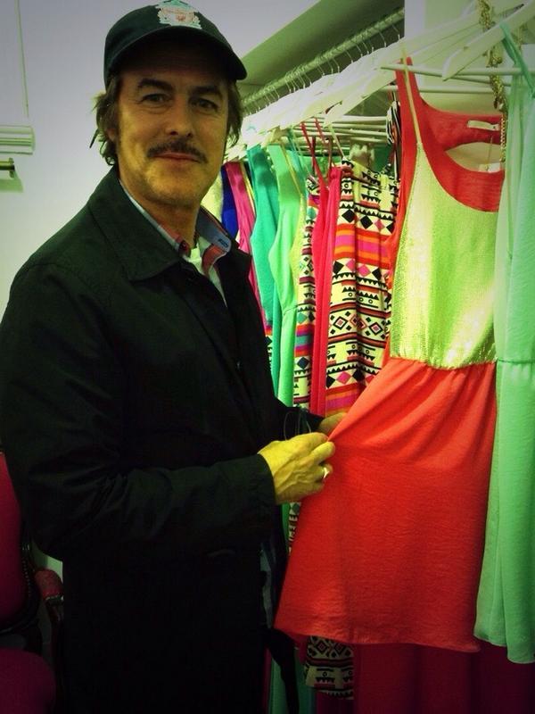 Genial visita de @gabycorrado de compras para el Día de la Madre! Un ejemplo para todos los maridos. http://t.co/encjCfSuNy