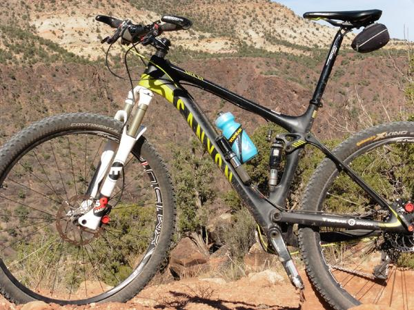 My @canyon_bikes high above the Gunnison Gorge near Montrose, CO. @ErgonBike @SRAMmtb @ContinentalMTB http://t.co/dDMu16etUi