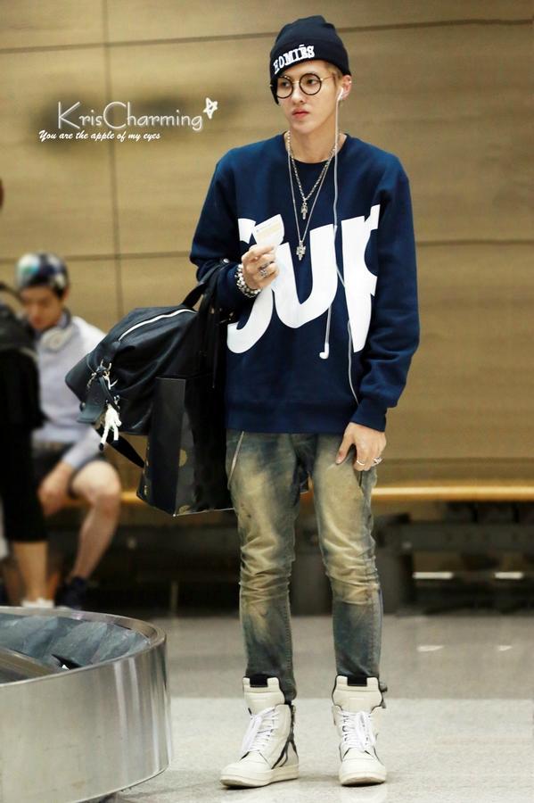 """KrisFanboard ♡ on Twitter: """"#WuYiFan Fashion Airport >///"""