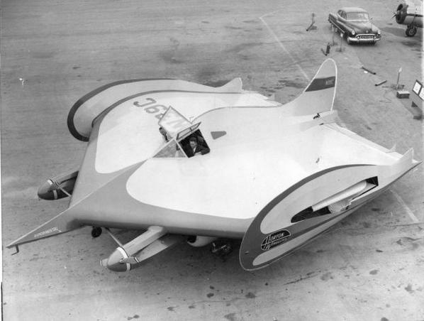 ……ったく、どこの60年代特撮メカだよ(だが実際に飛ぶから困ったもんだ)。 http://t.co/HgYyap1L5E