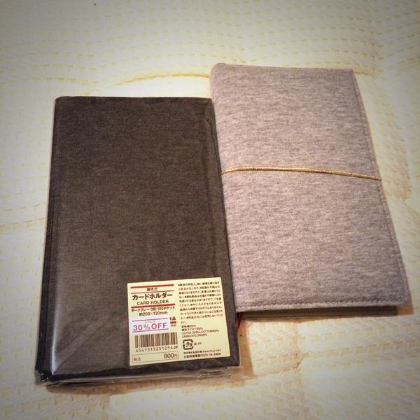 いろんな方のツイートを拝読して私も無印良品で買ってみました♫ジブン手帳miniにピッタリ‼ OFFでお買い得だったので2色大人買い(笑)。カバーを付けるとより手に  ...