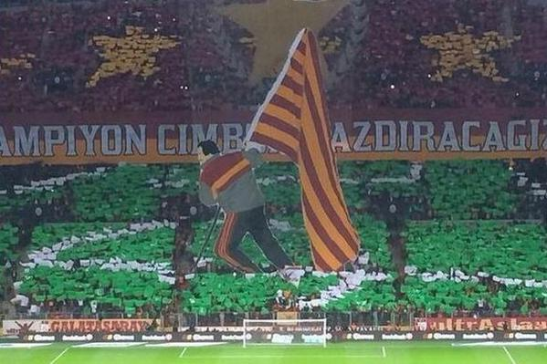 Galatasary fans pay tribute to Graeme Souness' famous 'flag plant' before Istanbul derby http://t.co/NOnnFGbYHR http://t.co/U2feCXoH7T