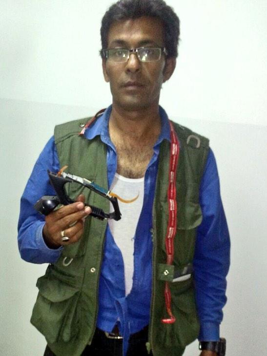 Express news cameraman waseem mughal & nadeem khan beaten up by PPP jiyalas for recording empty chairs at Jalsa http://t.co/VnPvOPEBIT