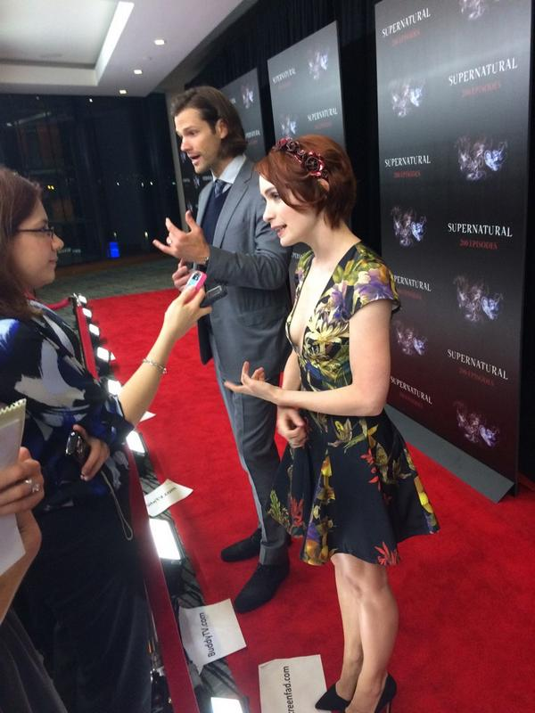 Felicia Day. Some guy in background. #Supernatural http://t.co/09u0N3kaHZ