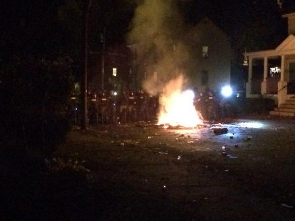 Chaos again in Keene. Fire lit on Blake St between student houses, police in riot gear push back crowd  http://t.co/UqTbx2ssgy via @JeanWMUR