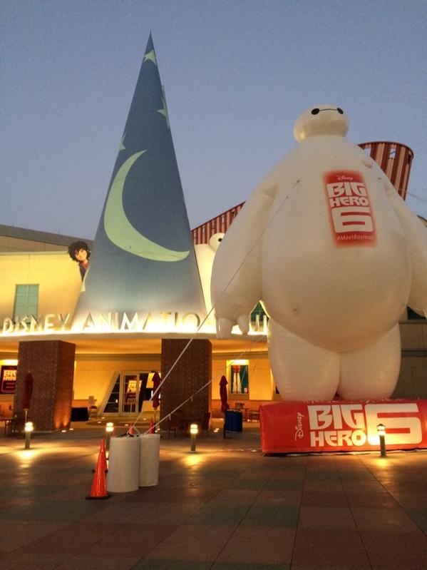 All hail the 40 foot Baymax! #BigHero6 http://t.co/YhASrW9G1K