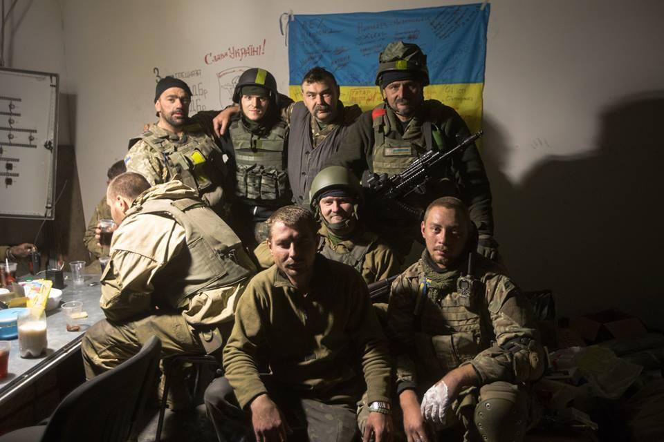 L'invasion Russe en Ukraine - Page 12 B0T2WOFCAAAHJNR
