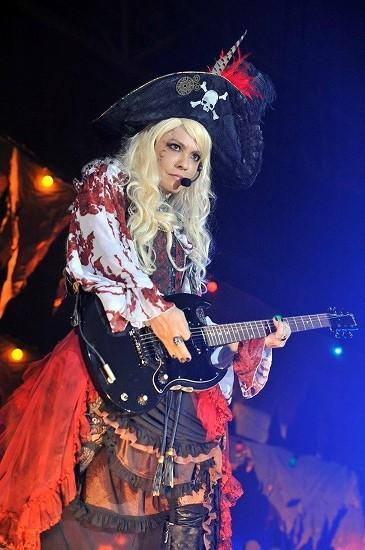 VAMPS主宰『HALLOWEEN PARTY 2014』開幕! レアなパフォーマンスが続々 http://t.co/bZiZCVm7TG @excite_musicさんから ※撮影/今元秀明、緒車寿一 http://t.co/ftmNHdHghF