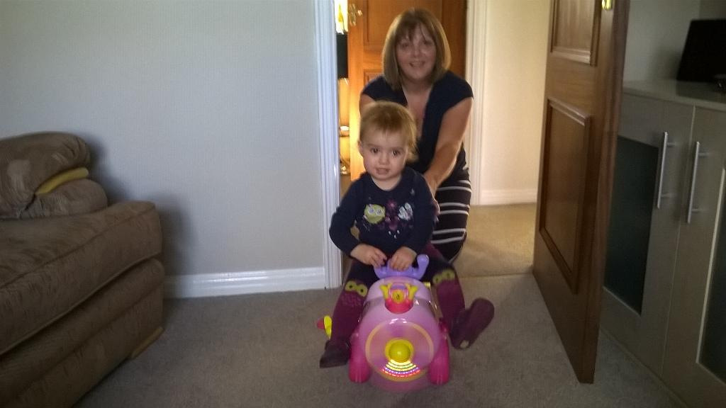 RT @NickBennett58: Amelia on her new aeroplane. Pilots license next! Look out @carolvorders http://t.co/118SDGN4Qx
