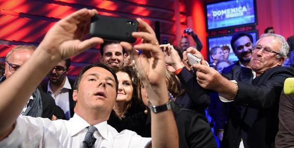 """FOTO SELFIE Renzi a """"Domenica Live"""": Bonus di 80 euro alle neo-mamme."""