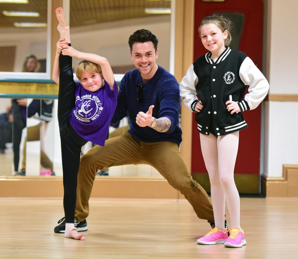 RT @LivEchonews: Ray Quinn teaches dance class at city school of performing arts: http://t.co/tD7xC7WzfS @therealRayQuinn http://t.co/7xgLL…