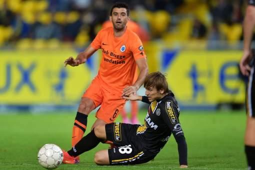 Abdurahimi battles for ball with Club Brugge player