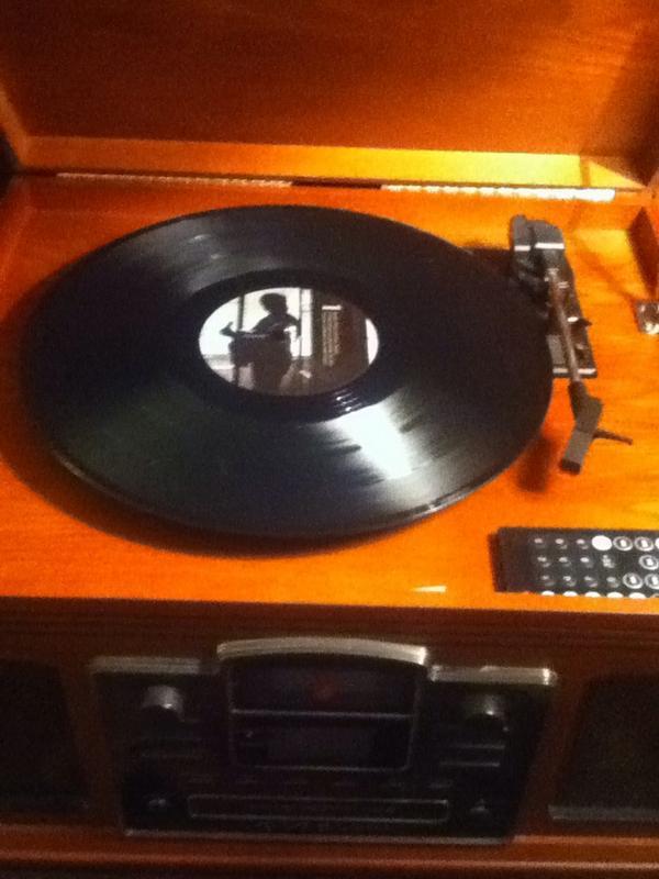 Vinyls rock!! ♥❤(o‿O)❤♥♪♫•*¨*•.♫♪ got a few favorites!! @TheRealSambora spinning waiting on more football! http://t.co/WTwRieKQXI