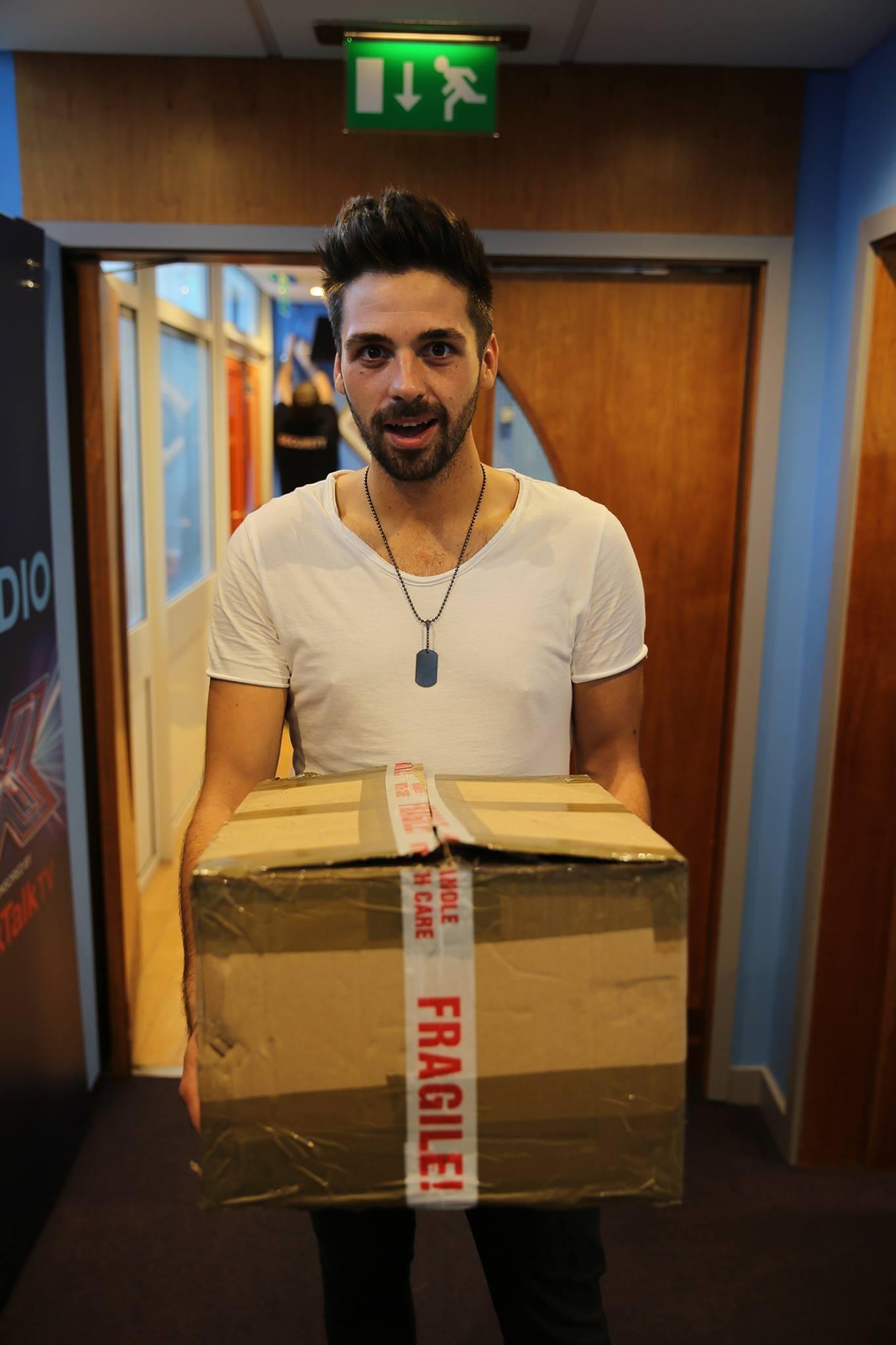 There's no better way to welcome Monday than with @BHaenow and his big package - just ask Louis! http://t.co/15l8tQ2dhp