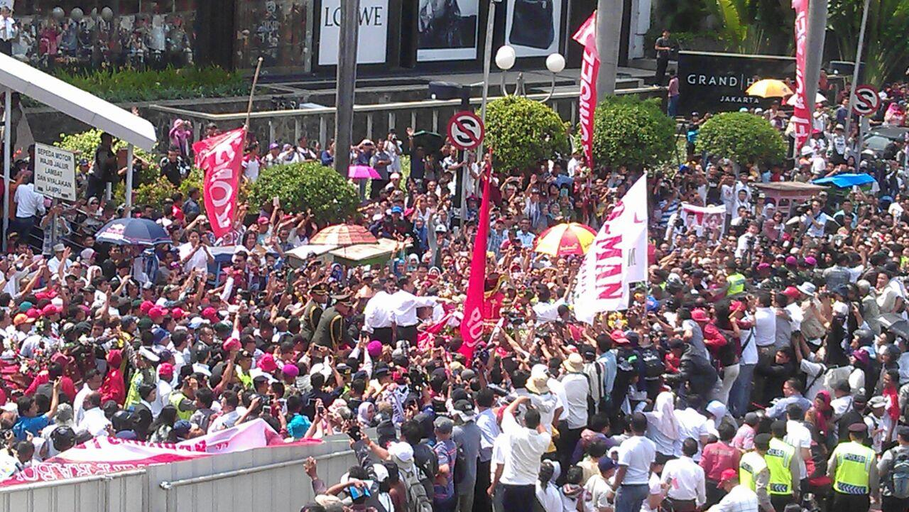 Jokowi JK di tengah Rakyat