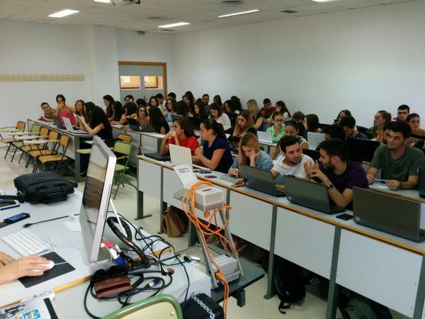 Magnífica experiencia hoy en una charla a estudiantes de la UMA sobre periodismo freelance. Un placer #GPIO14 http://t.co/ok8hMJk4hn