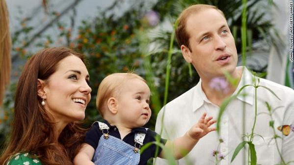 "Duke and Duchess of Cambridge announce that the second ""royal baby"" is due in April 2015: http://t.co/BpMUMqkmrk http://t.co/vPIrqYukDC"