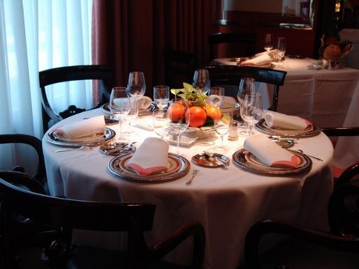 "completa ruta por los restaurantes donde se usaron las tarjetas ""black"" de Caja Madrid http://t.co/yXZHP0KqiS http://t.co/xLZV7usibi"