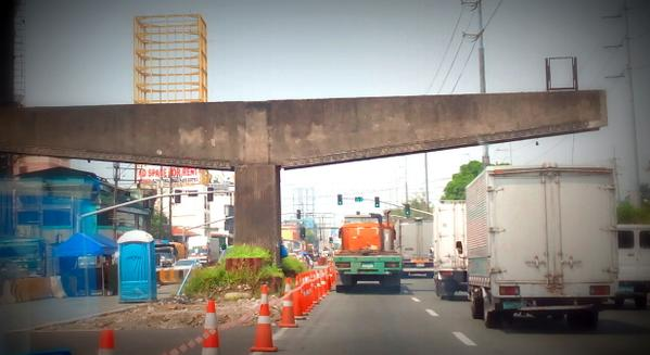 Demolition of the Manila-Makati boundary marker at Osmena hiway will start at 11PM of Oct 24 until 5AM  the next day. http://t.co/eapge0FgW7