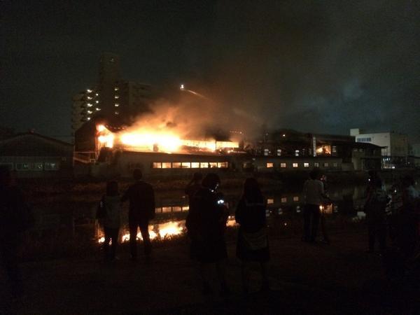 【広島の皆さんへ】天神川駅近くの火事で、電車止まってますなう。 pic.twitter.com/ETxOYgnh93