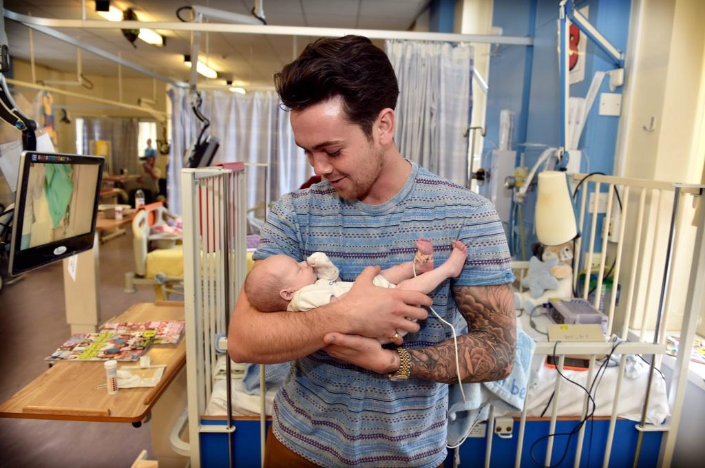 RT @spikeysnapperJ: @TherealRayQuinn pays a visit to the children at Alder Hey Hospital @livechonews @AlderHeyCharity http://t.co/dHg5anzn2o