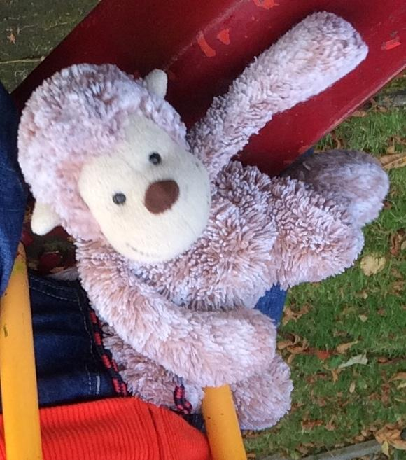RT @sherls: @RobinInce Robin, please help! My 3yo son has lost Monkey on Berkhamsted High St between M&S and Tesco. #FindMonkey http://t.co…