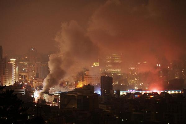 A big fire broke out at Dongdaemun Market, Seoul, Korea.ㅣA series of disasters. 23시 30분 현재 동대문 평화시장 화재 http://t.co/KUtyBZ7uIz via @zwarin