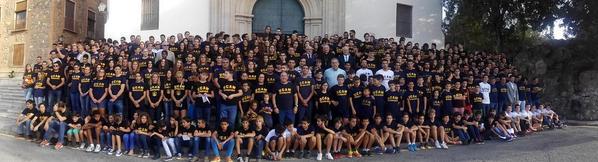 Todos los deportistas de la @UCAM realizan hoy la tradicional ofrenda a la Virgen de la Fuensanta. http://t.co/eH8A23tLFS