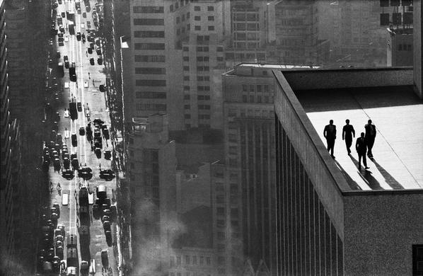 Legendary Magnum photographer René Burri has died at age of 81. Here's his 1960 Sao Paulo rooftop. More to follow. http://t.co/J0K0LBa5jO