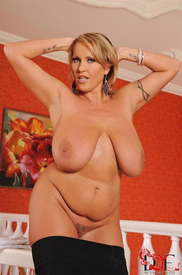 Laura solo boob